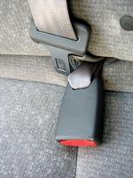 Come indossare cinture di sicurezza correttamente