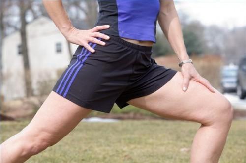 Come fare esercizi squat per la terapia del ginocchio