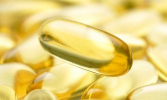 Può l'olio di pesce capsule Lower colesterolo alto?