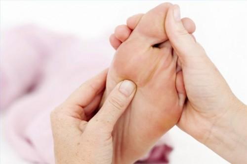 Come stimolare le dita dei piedi per promuovere Sinus stimolazione