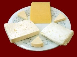 Quali sono cinque fasi del formaggio di produzione?