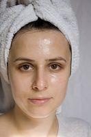 Come fare un Lightener pelle naturale per il viso a casa