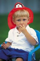 Mangiarsi le unghie nei bambini