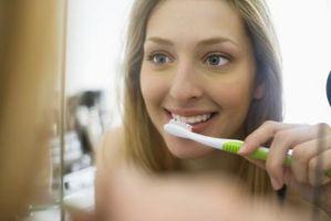 Come posso ottenere i miei denti bianchi con spazzolatura?