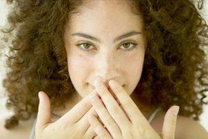 Modo naturale per guarire Cracked angoli della bocca