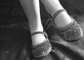 Come smettere di scarpe strette dal danneggiare