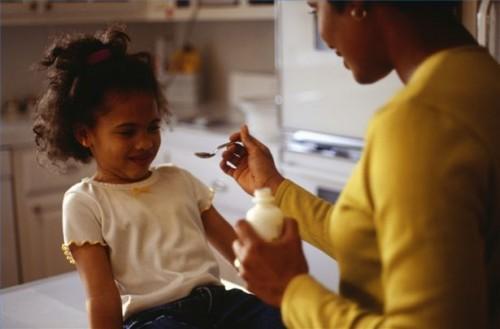 Come aiutare i bambini prendono Cod Liver Oil Supplementi