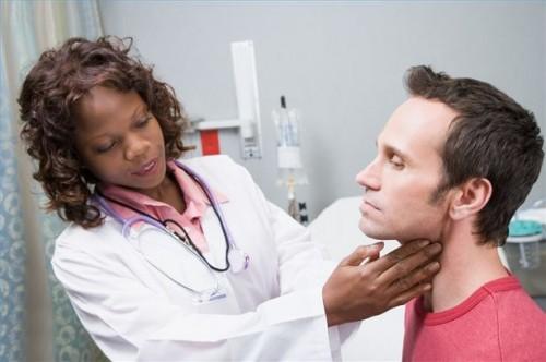 Come controllare i sintomi di cancro alla tiroide