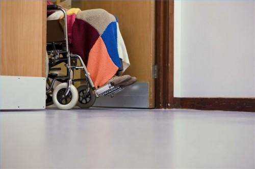 Come eseguire la manovra di Heimlich su una persona in una sedia a rotelle
