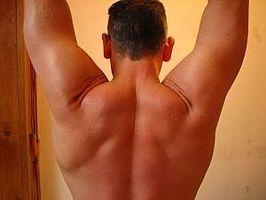Come curare l'acne sulla schiena e spalle