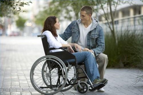 Come aiutare una persona fisicamente disabili