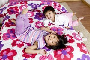 Quali sono i segni di pericolo da cercare quando i bambini Fall Out di un letto?
