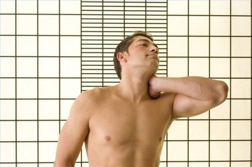 Come utilizzare il calore per trattare il dolore al collo
