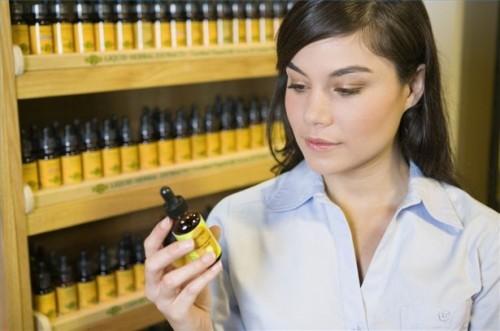 Come utilizzare olio essenziale di camomilla per i nervi