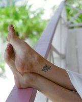 Come aiutare il gonfiore dopo un tatuaggio