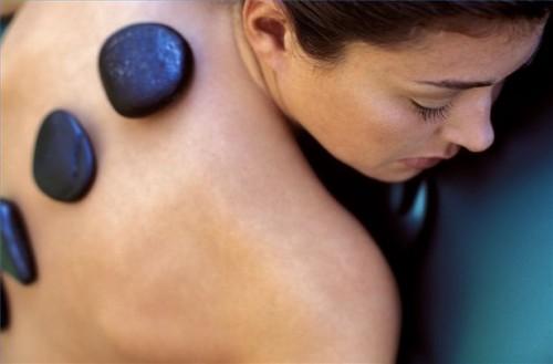 Come inserire grosse pietre per Hot Stone Massage