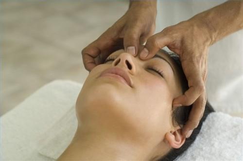 Come dare un massaggio del cuoio capelluto svedese