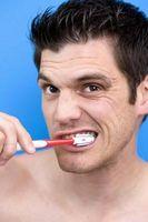 Come rimuovere i depositi di placca dai denti