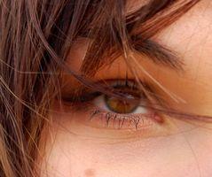 Come inserire un occhio di vetro
