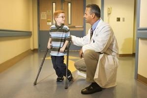 Come insegnare ai bambini a camminare con protesi