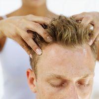 Come fermare un mal di testa con digitopressione Massaggio
