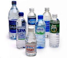 La storia di bottiglie d'acqua