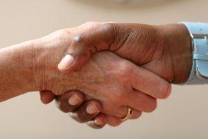 Quali sono le cause macchie marroni sulle mani?