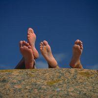 Come identificare una causa potenziale di piedi gonfi