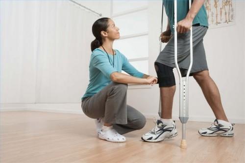 Come utilizzare la terapia fisica per recuperare da un Artroscopia del ginocchio