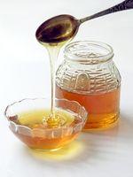 Come usare l'aglio, limone, miele e burro per un mal di gola