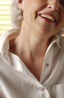 Come gargarismi con acqua salata per la tua saggezza denti
